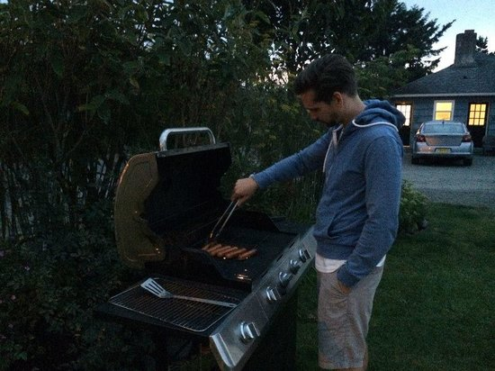 McBee Cottages: Grilling in the garden