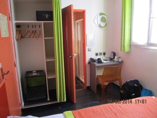 Moderne St-Germain Hotel : Bathroom view