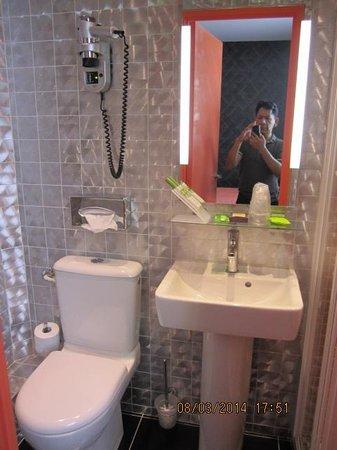 Moderne St-Germain Hotel : bathroom