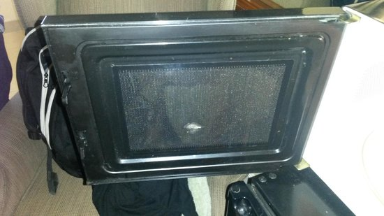 Travelodge Santa Rosa Wine Country: Microwave (we never used, still it was dirty)