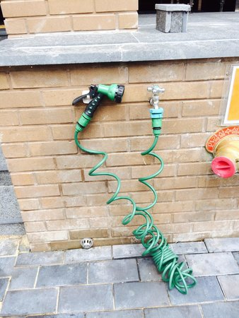 Industrie Hotel: Water hose to clean up after the beach