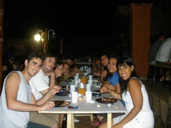 Hostel Sweet Hostel: Cenando afuera