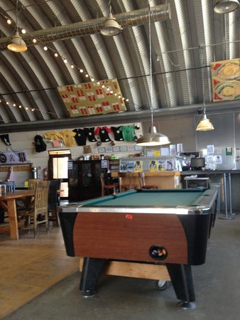 Taos Mesa Brewing: Inside with pool tables