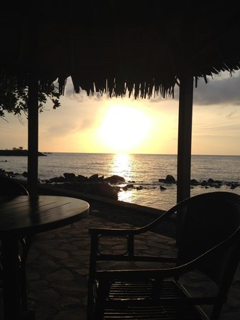 Mapia Resort: Sitzplat mit der besten Sicht auf die wunderschönen Sonnenuntergänge