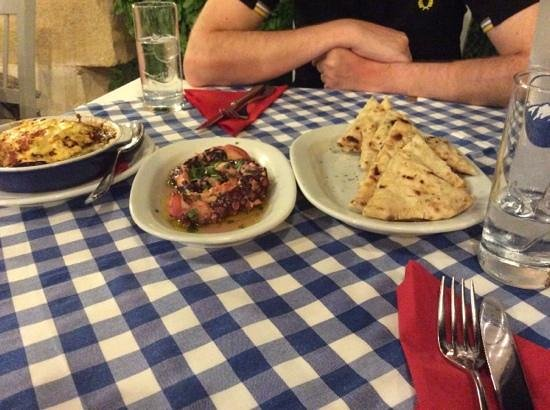Manolis Taverna : melanzane, polpo e pita
