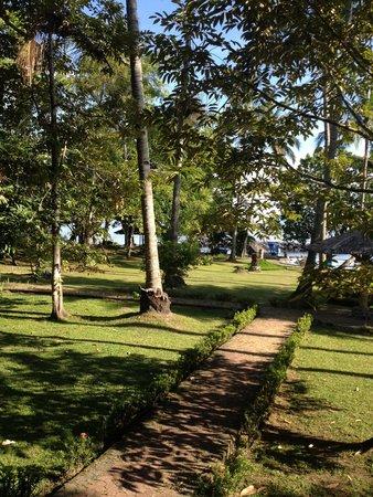 Mapia Resort: Gartenanlage des Resorts