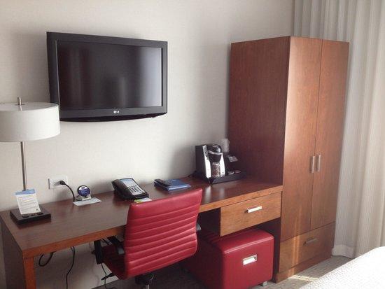 Fairfield Inn & Suites New York Brooklyn: Inside of room