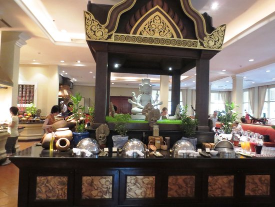 Sofitel Angkor Phokeethra Golf and Spa Resort: Dining room