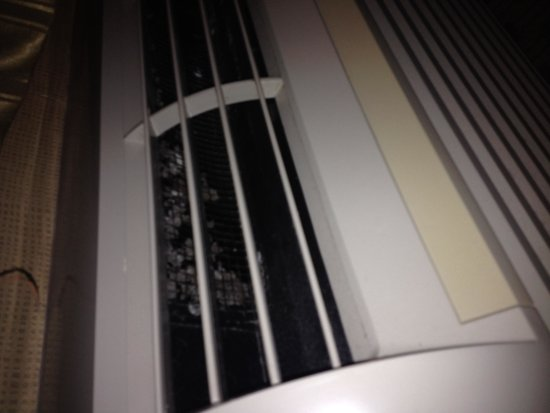 Best Western Regency House Hotel: A/C vents that probably haven't been cleaned in months