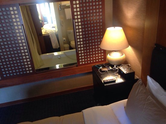 Salish Lodge & Spa: View tub/bed