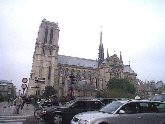 Hotel Lyon Bastille: Not far