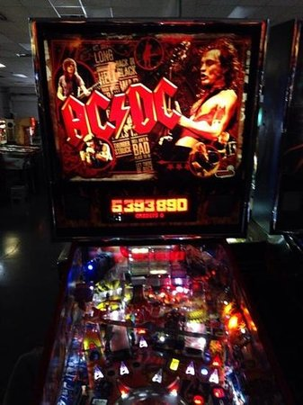 ‪‪Pinball Hall of Fame‬: AC DC pinball - ring the bell!‬