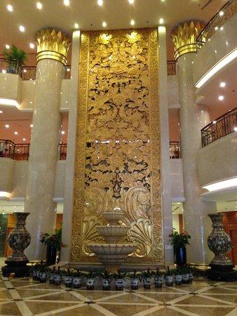 Hotel Nikko New Century Beijing: grand lobby
