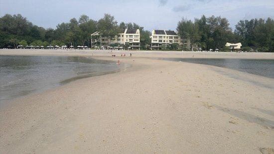 Tanjung Rhu Resort: The beach shores of the resort