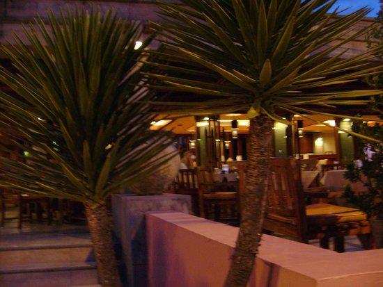 Seaview Patong Hotel: кафе отеля