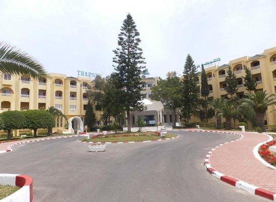 Club Thapsus Hotel : Einfahrt zum Hotel
