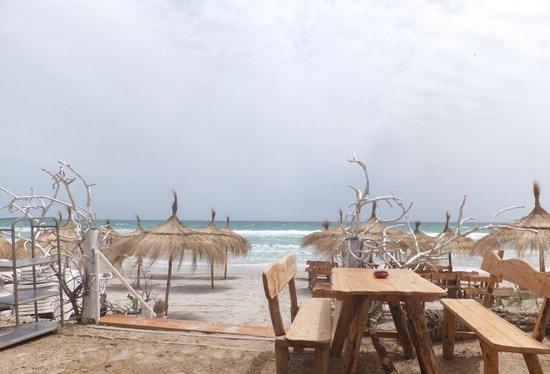 Club Thapsus Hotel : kleine Bar links am Strand neben dem Hotel