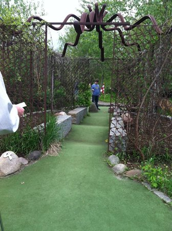 Big Stone Mini-golf and Sculpture Garden: artistic welding adds an element of art to the mini-golf game