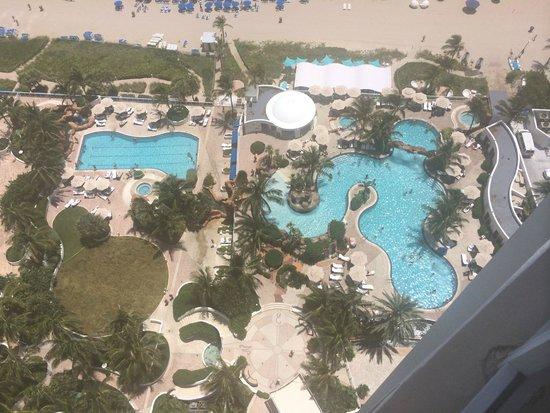 Trump International Beach Resort: Pool