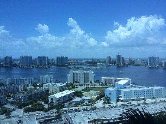 Trump International Beach Resort: bay view from near elevator