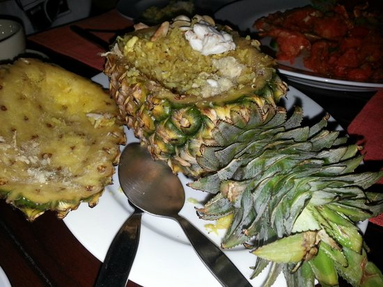 Lae Lay Grill : Pineapple Fried Rice