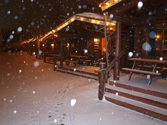 Elk Country Inn: Cabins and snow