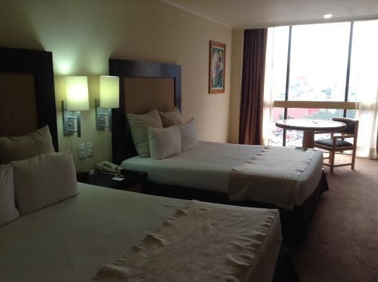 Hotel Royal Reforma: 他の方が投稿していますが、マットは硬めです。(個人的にはGood)