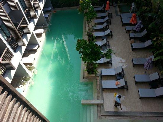 Aree Tara Resort : Swimming pool view below from balcony