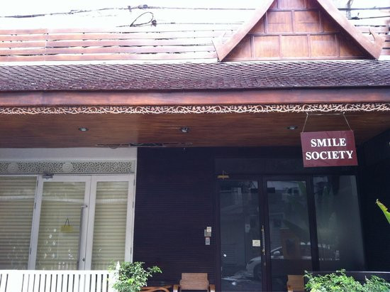 Smile Society: The entrance