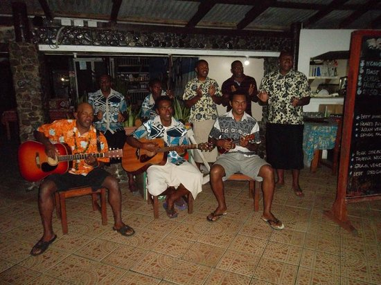 Coralview Island Resort: Entertainment every evening during dinner