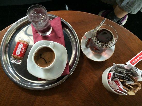 Boutique Saint Sophia Hotel: チェックイン時のチャイとコーヒー。心遣いがうれしい。