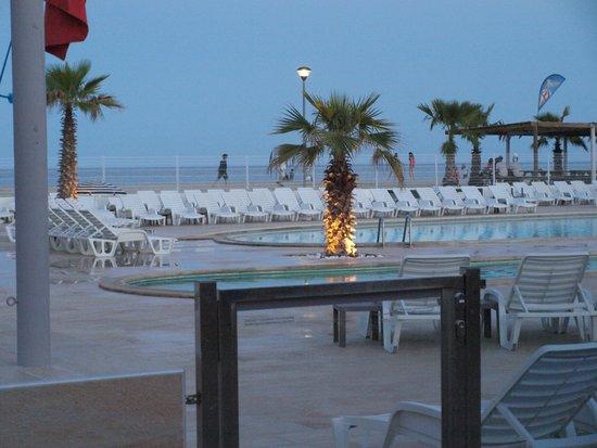 Marina d'Erba Rossa : piscine et plage