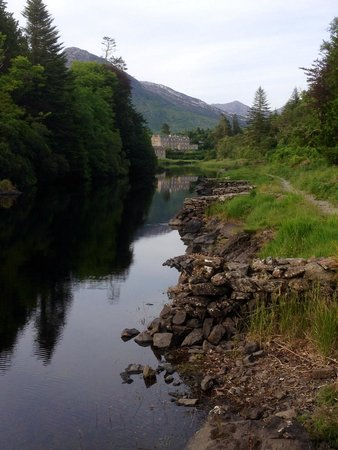 Ballynahinch Castle Hotel : View of Ballynahinch from one of the many walking trails