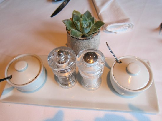 L'Avenir Country Lodge: Cruet set on each table