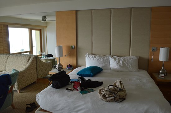 Pier South Resort, Autograph Collection: nice bedroom with a view