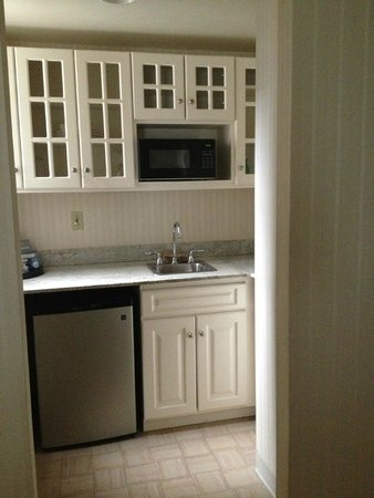 The Benjamin: kitchen in suite