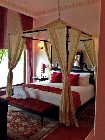 Nadesar Palace Varanasi: The bed