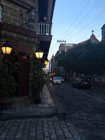 Intramuros: Кусочек Испании в шумной Азии.