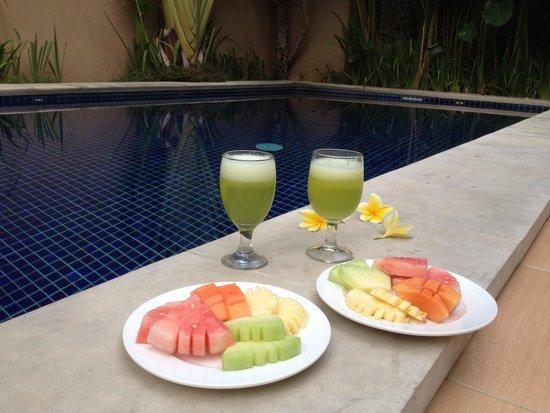 Bali Yubi Villa: By the pool , villa 8