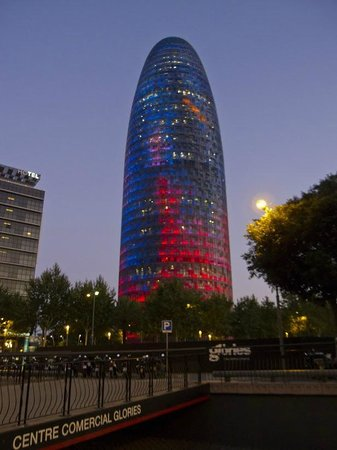 Torre Agbar : Agbar вечером