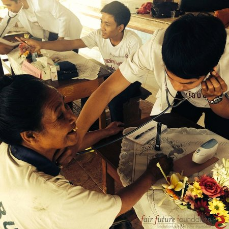 Fair Warung Bale - Fair Future Foundation: Foundation Nurses and Doctors at work in August 2014
