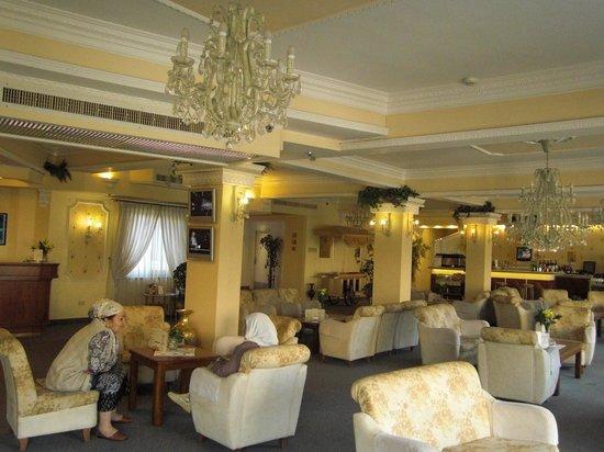 Golden Walls Hotel: ホテルのロビ-は広々しています