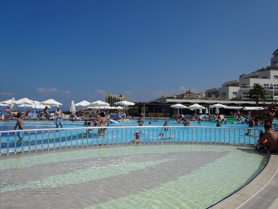 Sealight Resort Hotel: piscine