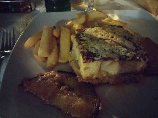 Green Park Restaurant : Moussaka con patatine fritte e melanzane fritte