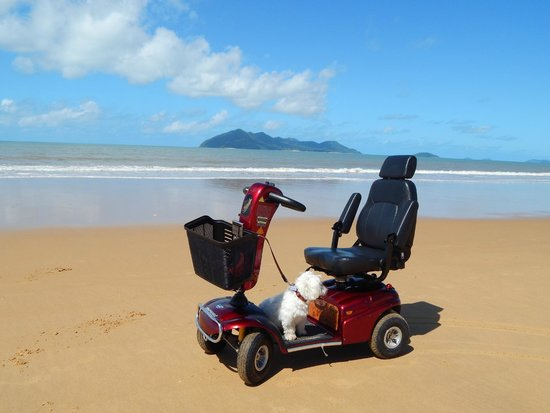 Dunk Island View Caravan Park: Dunk Island from beautiful Wongaling Beach