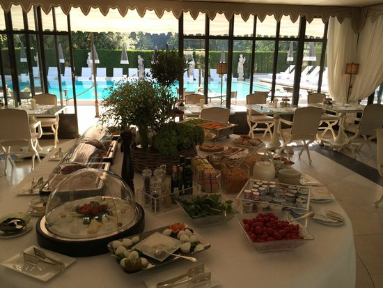 Villa Cora: morning breakfast