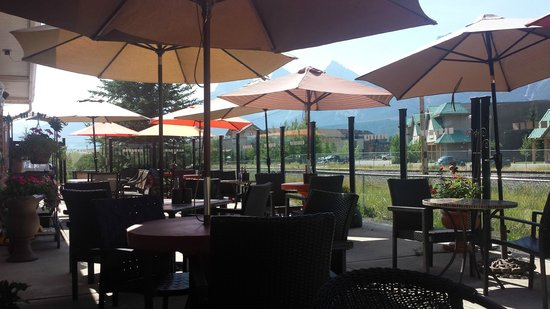 Patrinos Steak House & Lounge: Patrino's Restaurant Patio