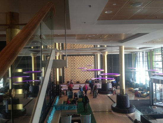Thon Hotel Opera: 30 min queue to reception