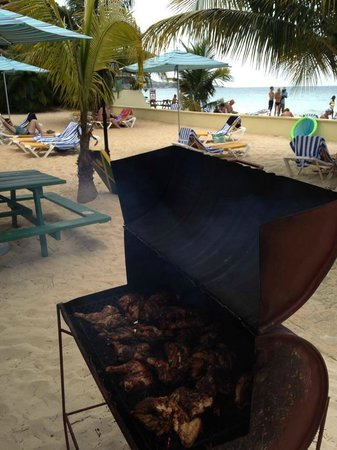 SuperClubs Rooms on the Beach Negril: Jerk Chicken on the beach