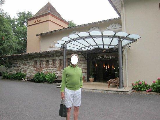 La Réserve : Entrance/facade